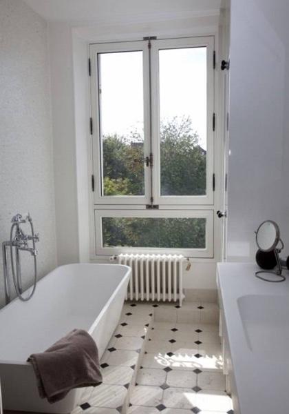 Fenêtre bois dans une maison de charme, rénovation de tradition