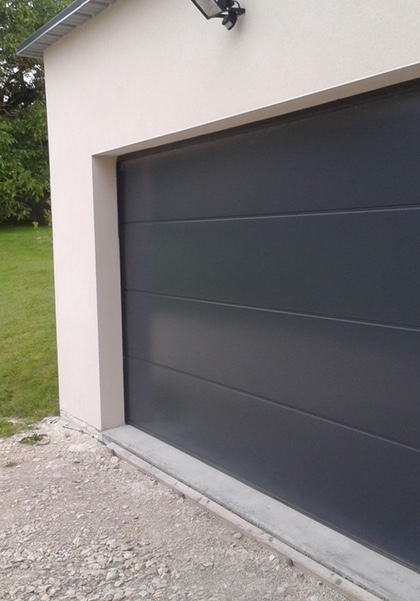 Porte de garage sectionnelle gris anthracite RAL 7016